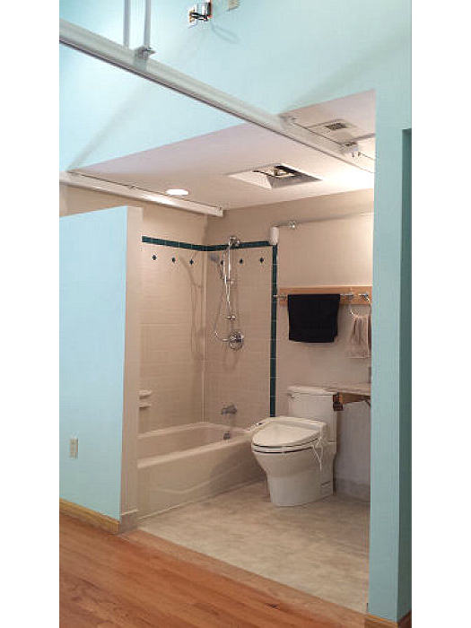 Accessible Bedroom with Overhead lift system for safer bed to ...